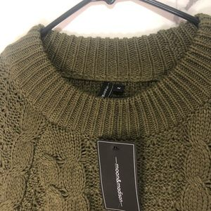 Moon & Madison army green sweater in medium